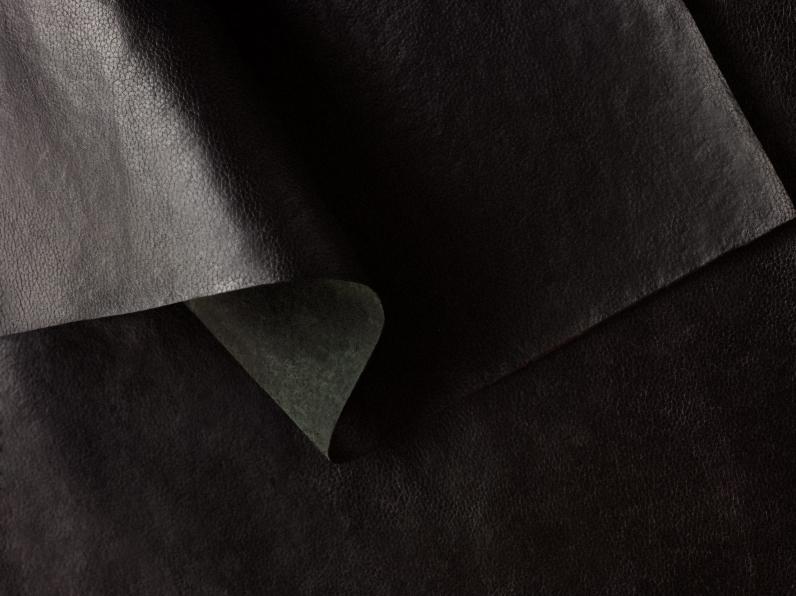 hermes-mycoworks-victoria-bag-sylvania-design_dezeen_2364_col_4-scaled